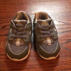 Grey Nike Huarache Sneakers - Size 5